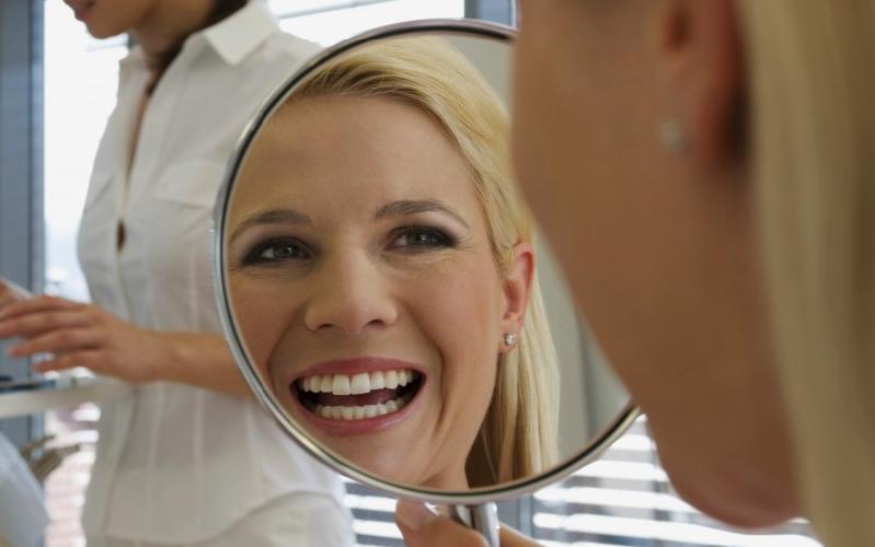 mujer-sonrisa-espejo